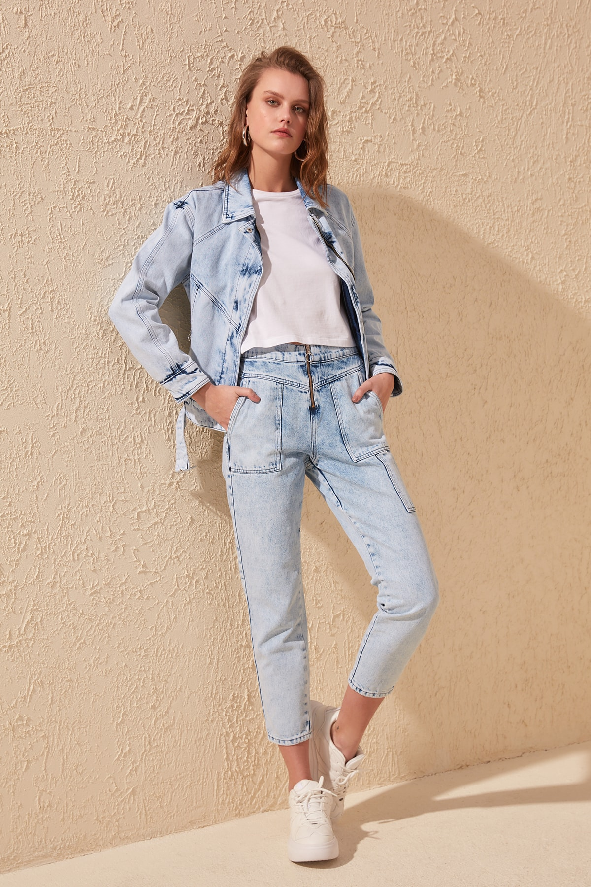 Trendyol-Flushing Zip Detail High Bel Mom Jeans TWOSS20JE0089