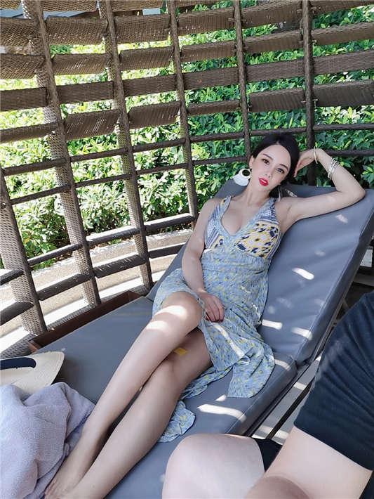【星恋主播】见习女神肖雁与土豪一对一视频第二部+旅游照[1V+79P/529MB]