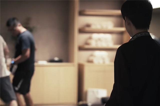 uzi康复训练片《英雄重启》发布,有个人一直陪伴他,却不是女友插图(1)