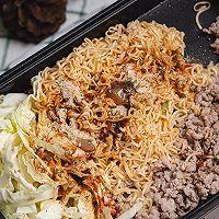 超级好吃的泰式小吃猪肉末炒方便面的做法图解14