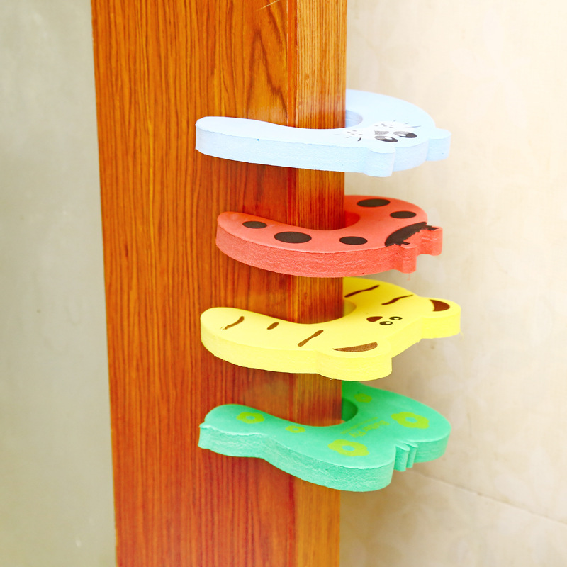 Drop Shipping 5 Pcs Cartoon Animal Shape Anti-pinch Security EVA Door Security Windproof Door Card Child Safety Protection