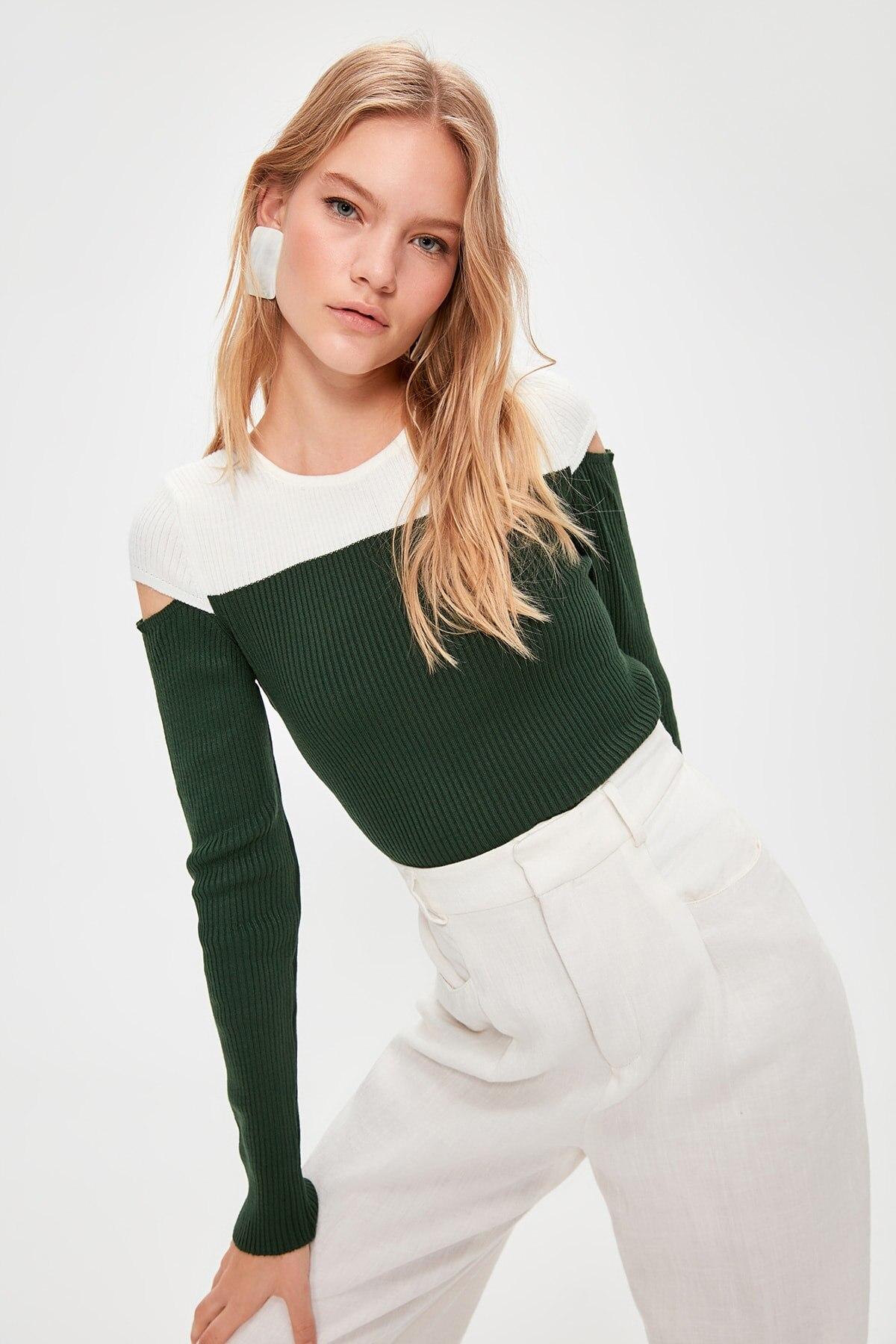 Trendyol Cut Outlu Knitwear Sweater TWOAW20KZ0800