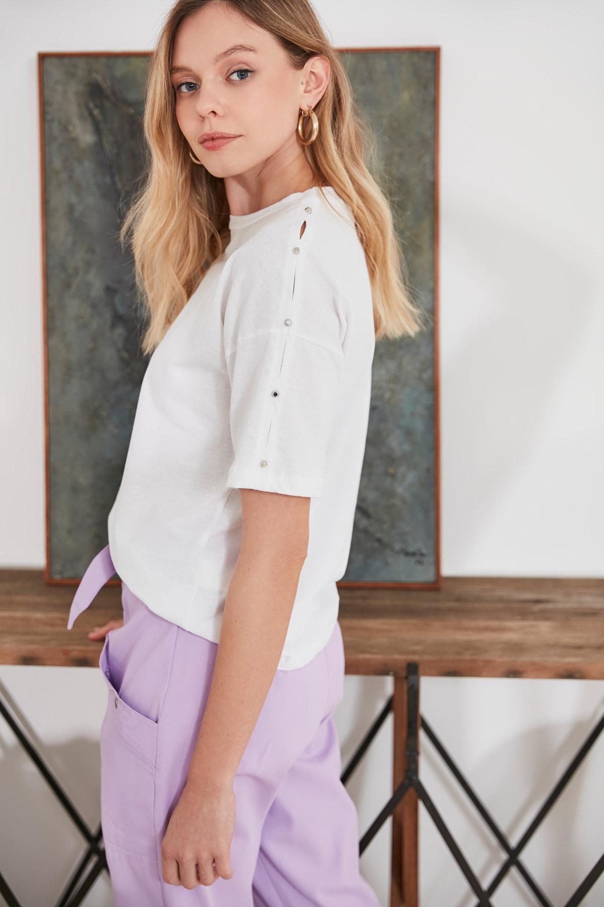 Trendyol Stapler Detailed Basic Knitted T-Shirt TWOSS20TS1045