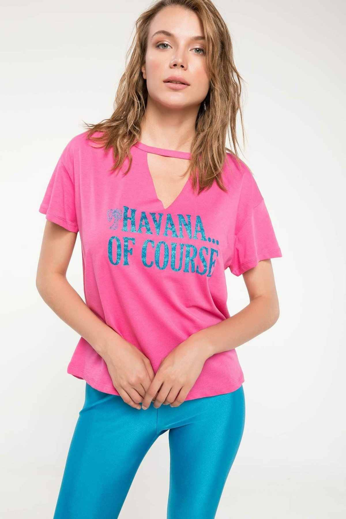 DeFacto seksi kadın moda v yaka üstleri kadın rahat gevşek kısa kollu bayan mektubu desen T-Shirt yaz J3960AZ18HS