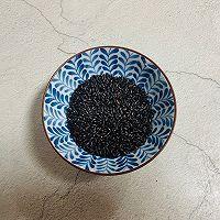 红枣黑米粥的做法图解1