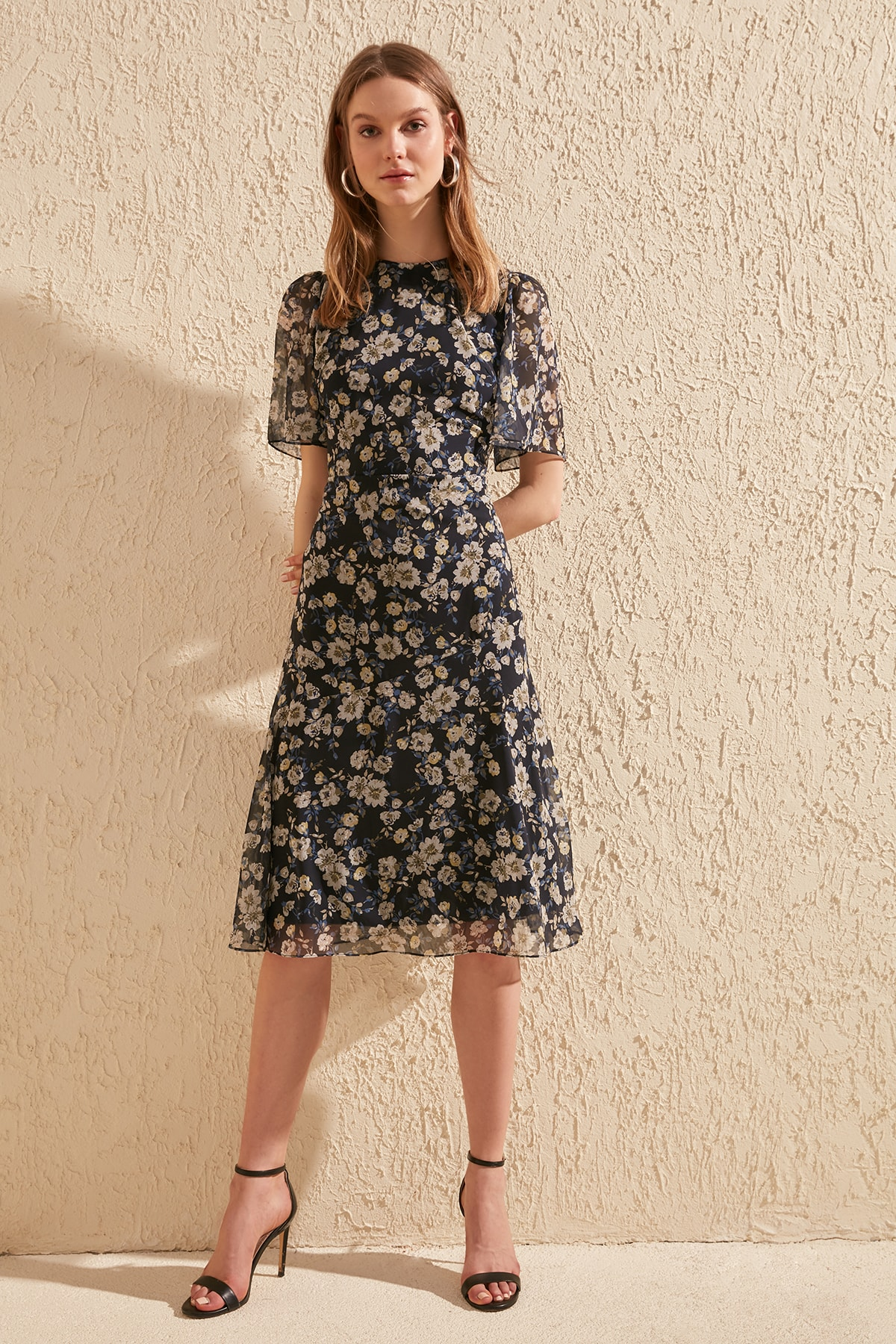 Trendyol Flower Decorated Dress TWOSS20EL0908