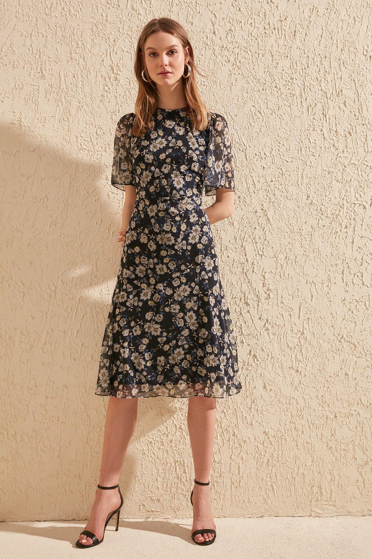 Trendyol Flower Decorated Dress TWOSS20EL0908