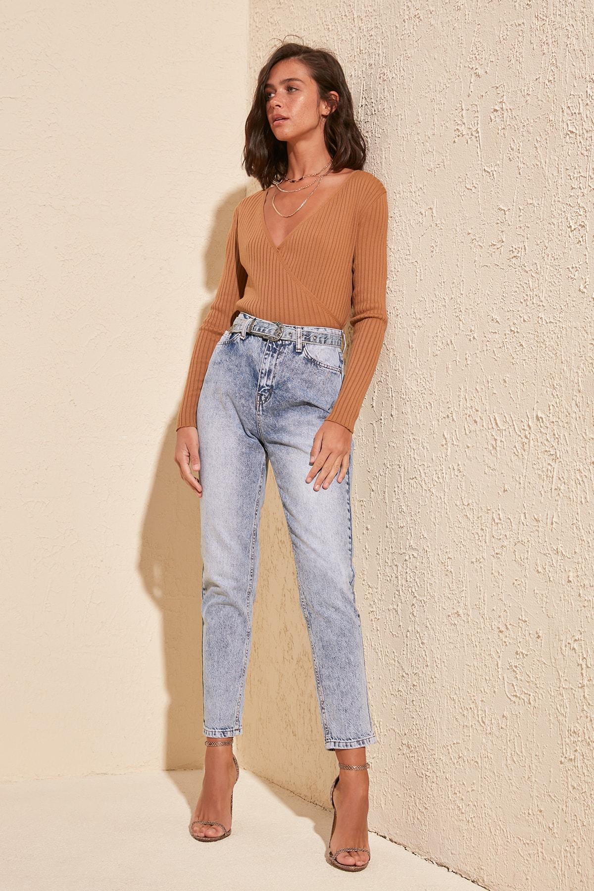 Trendyol Back Flush Belt Detail High Bel Mom Jeans TWOSS20JE0220