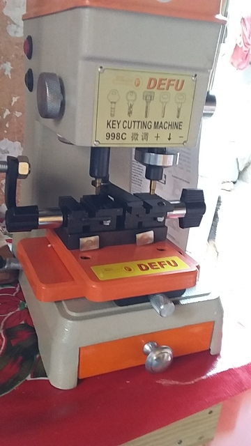 DEFU 998C Key Cutting Machine 220V 110V  Key Duplicating Machine for making keys  locksmith tools