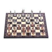 Старинный антикварный медный Римский металлический Шахматный набор, ручная работа, деревянная шахматная доска с рисунком грецкого ореха, м...