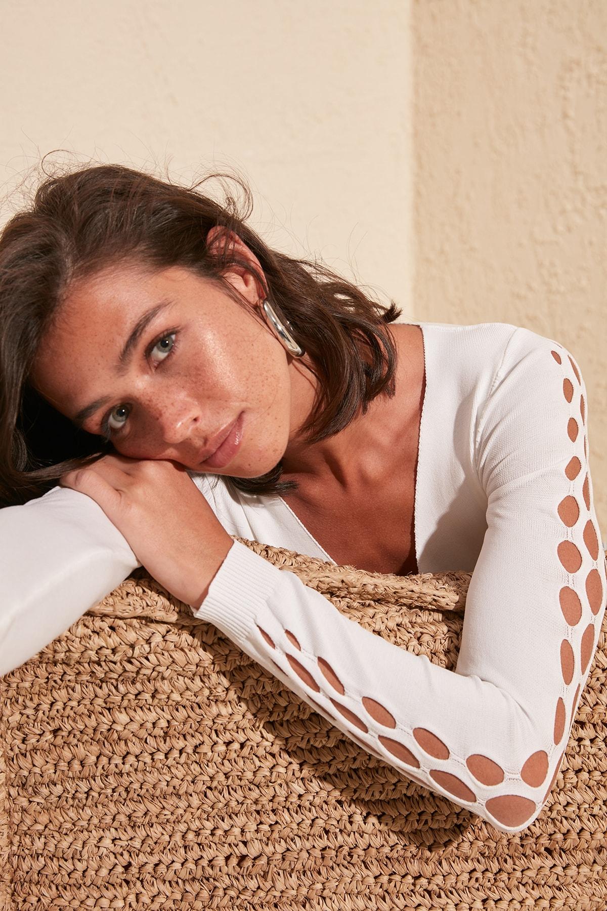 Trendyol Sleeve Detail Knitwear Sweater TWOSS20KZ0087