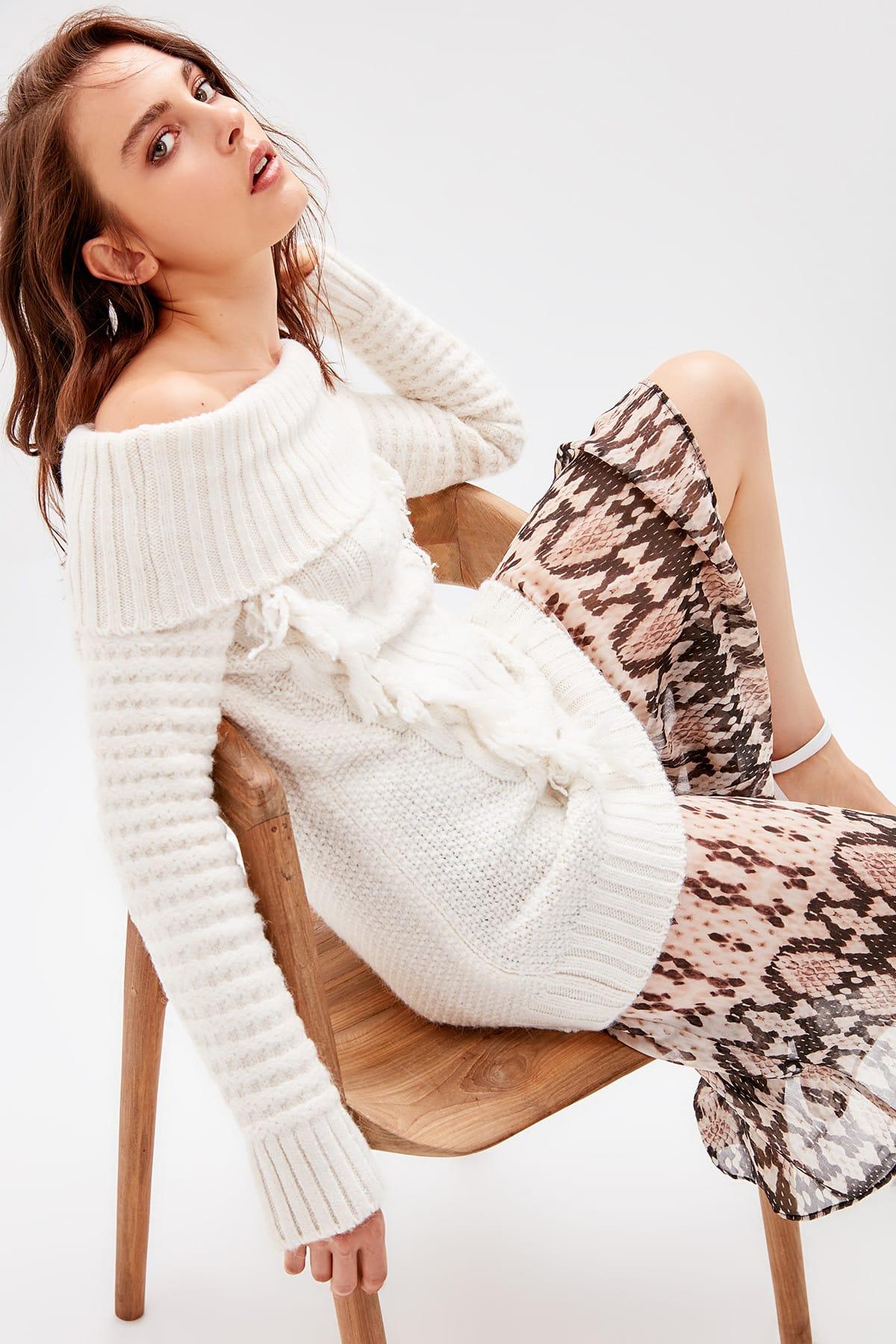 Trendyol WOMEN-Raw White Tassels Sweater Sweater TWOAW20NV0010