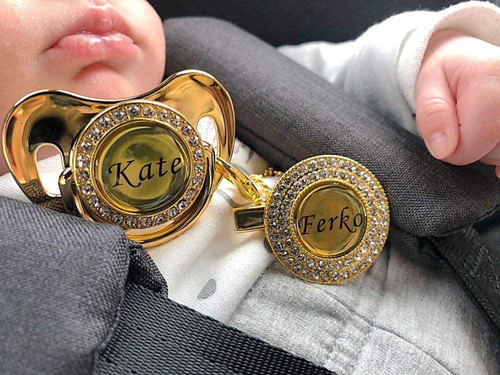 sucette-personnalise-attache-tetine-prenom-bebe-personnalisable-cadeau-coffret-naissance