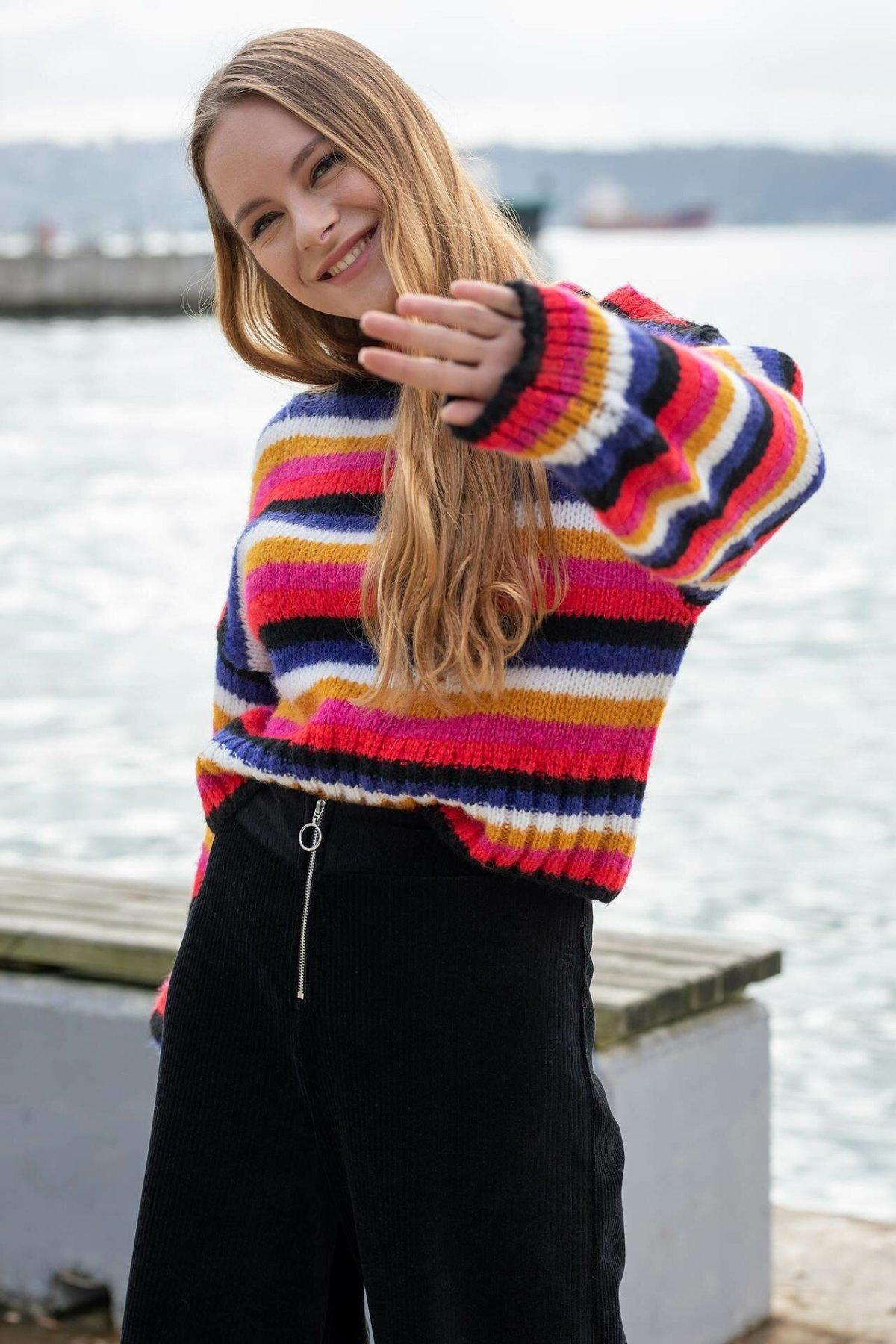 DeFacto Women Harajuku Striped O-neck Pullovers Simple Colorful Knitted Sweatshirts Comfort Sweatshirts Female New-I7510AZ18A
