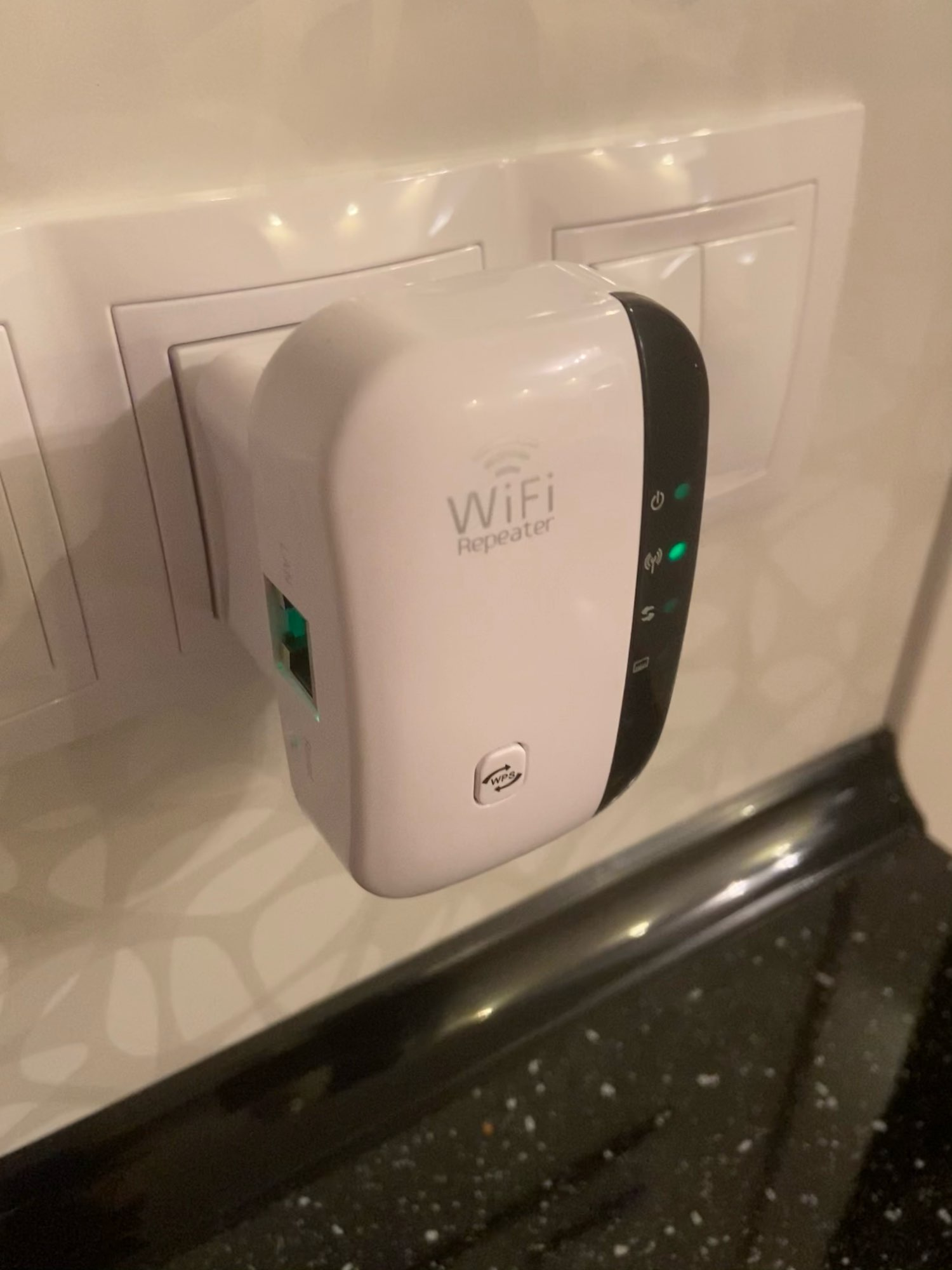 Wireless WiFi Repeater photo review