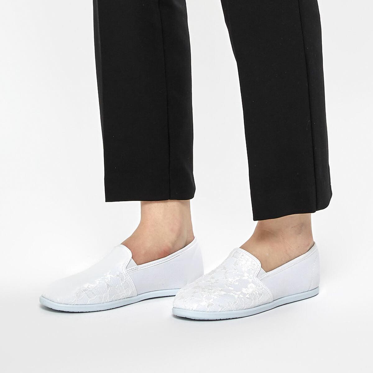FLO CS19001 White Women Slip On Shoes Art Bella