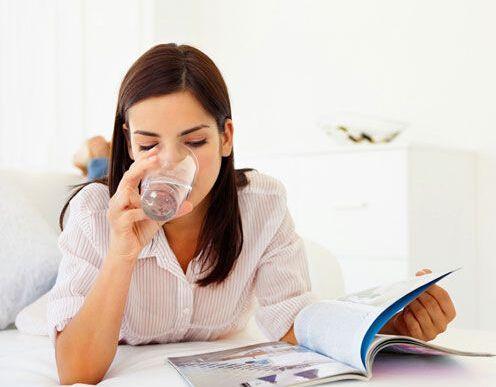 早上空腹喝水很健康养生?错!忽略这3种关键缘故的人,喝过相当于白喝