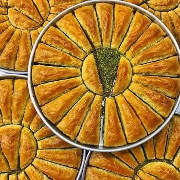 Tradycyjny świeży pyszny turecki marchew plasterek baklawa z pistacją Deser Baklava znana marka turecka pistacja Baklava tanie i dobre opinie HAFIZ MUSTAFA TR (pochodzenie) Gotowanie pochodnie Deser narzędzia