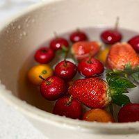 草莓糖葫芦的做法图解1