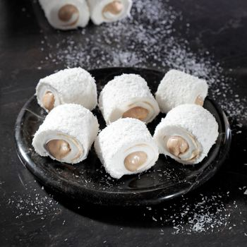Hazelnut and Hazelnut Paste Filled Coconut Covered Turkish Delight 400 g фото