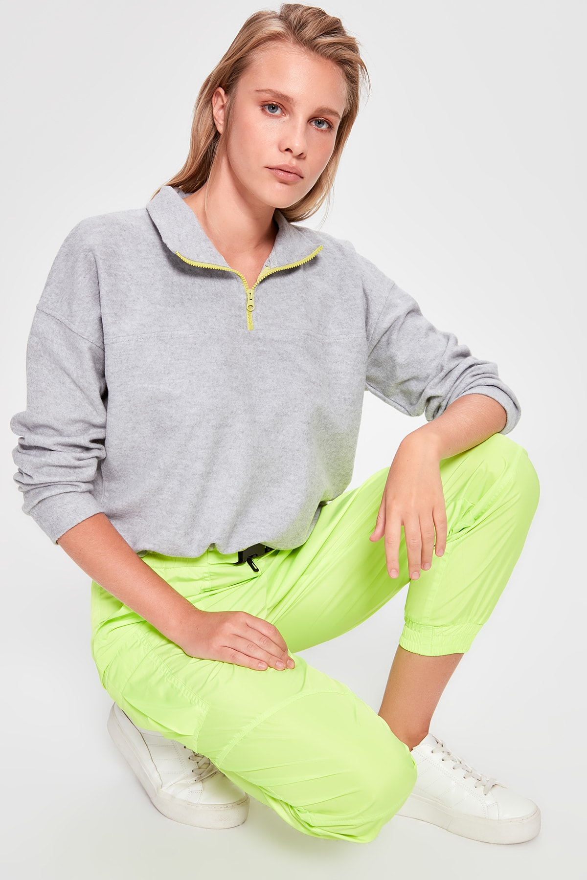 Trendyol Neon Zipper Detail Knitted Sweatshirt TWOAW20SW0156