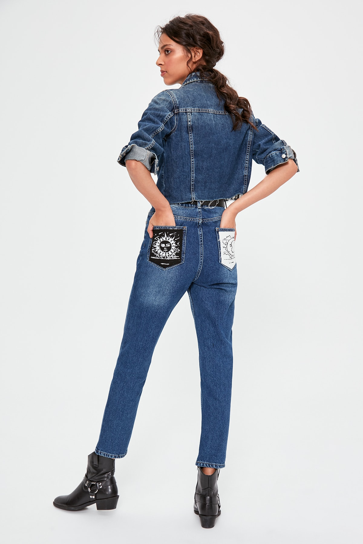 Trendyol Blue Back Pocket Detailed High Bel Mom Jeans TWOAW20JE0188