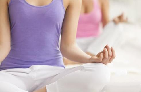 教大家一个瑜伽动作可以收腹和减小肚子大家快学学吧-养生法典