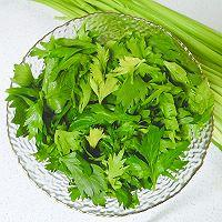 巧吃芹菜叶之《凉拌麻香芹菜叶》的做法图解1