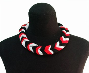 Necklace three color. Paris. Manufactured with woven necklace Elastic, take the good header, color gray, black and red. Original original pxl 5421 selling with good quality and contacting us