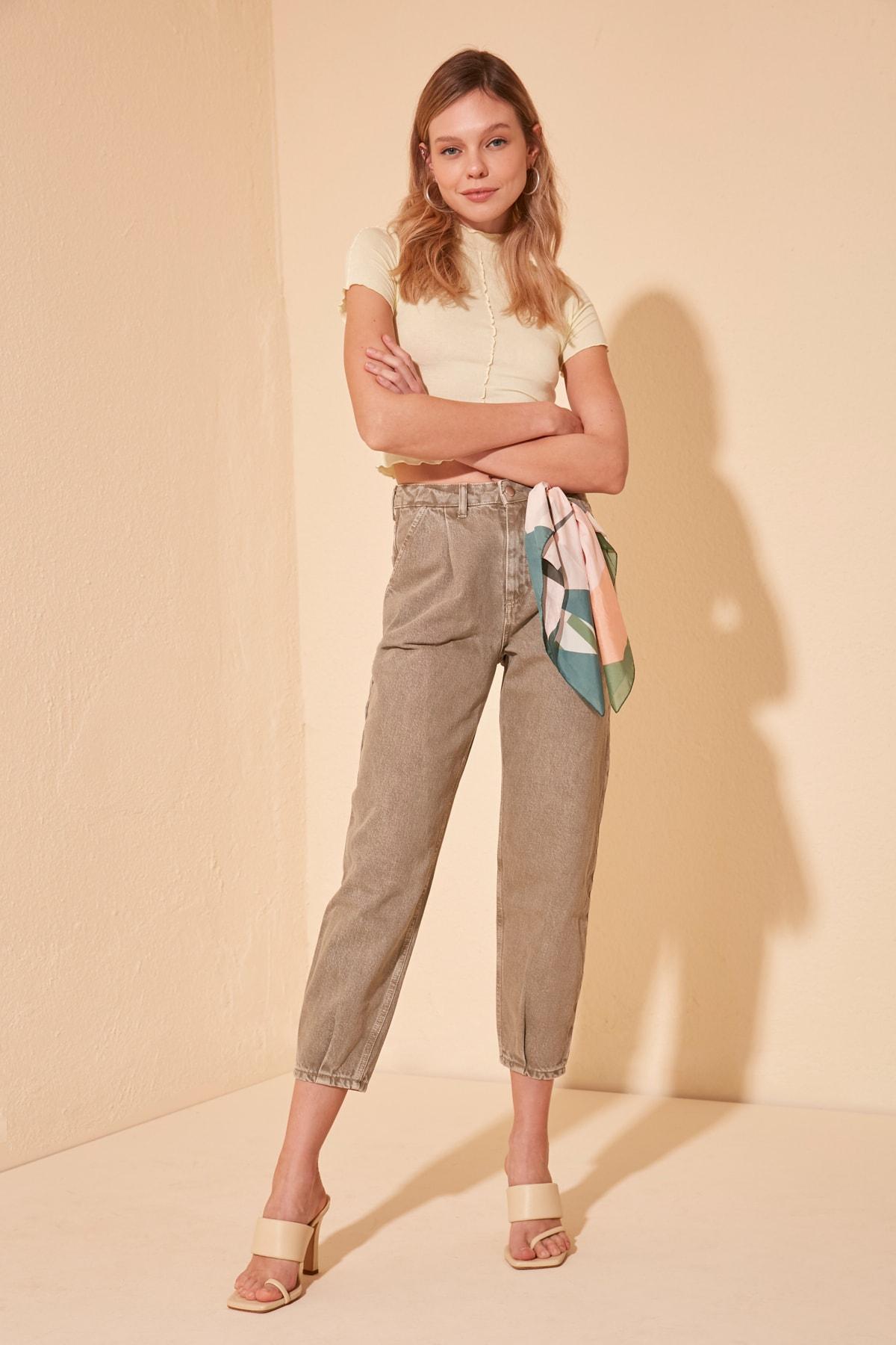 Trendyol-Flushing Pleated High Waist Mom Jeans TWOSS20JE0395