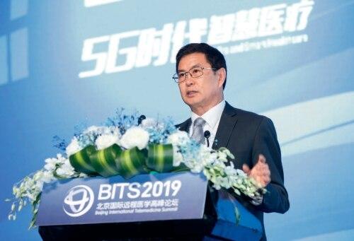p472019年11月,作者在北京国际远程医疗高峰论坛上作主旨演讲.jpg