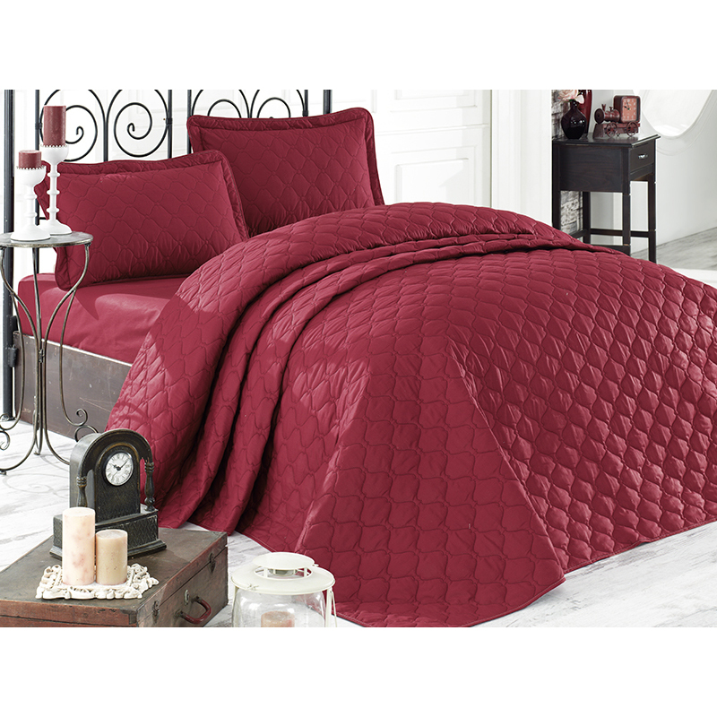 bedspread red