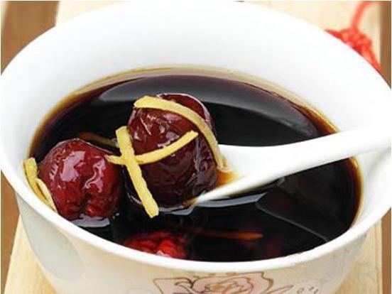 进行食用姜汤可以降低在秋季气温变化感冒的可能性-养生法典