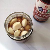 只用醋和蒜,一天就吃上又脆又绿的腊八蒜的做法图解4