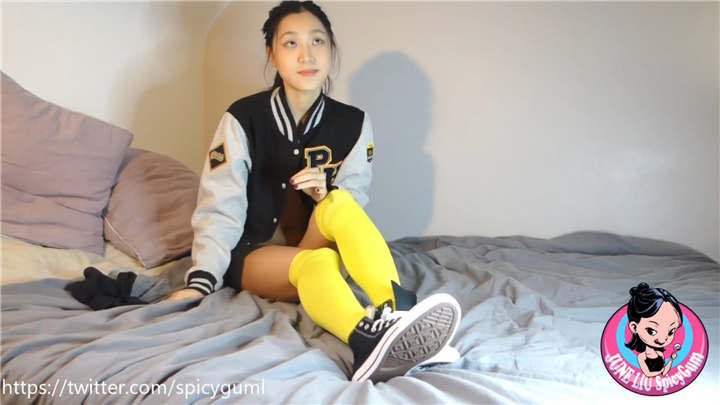 P站网红留学生『刘玥』4月最新自拍 穿着匡威鞋黄球袜扮纯情小女生[1V/466MB]