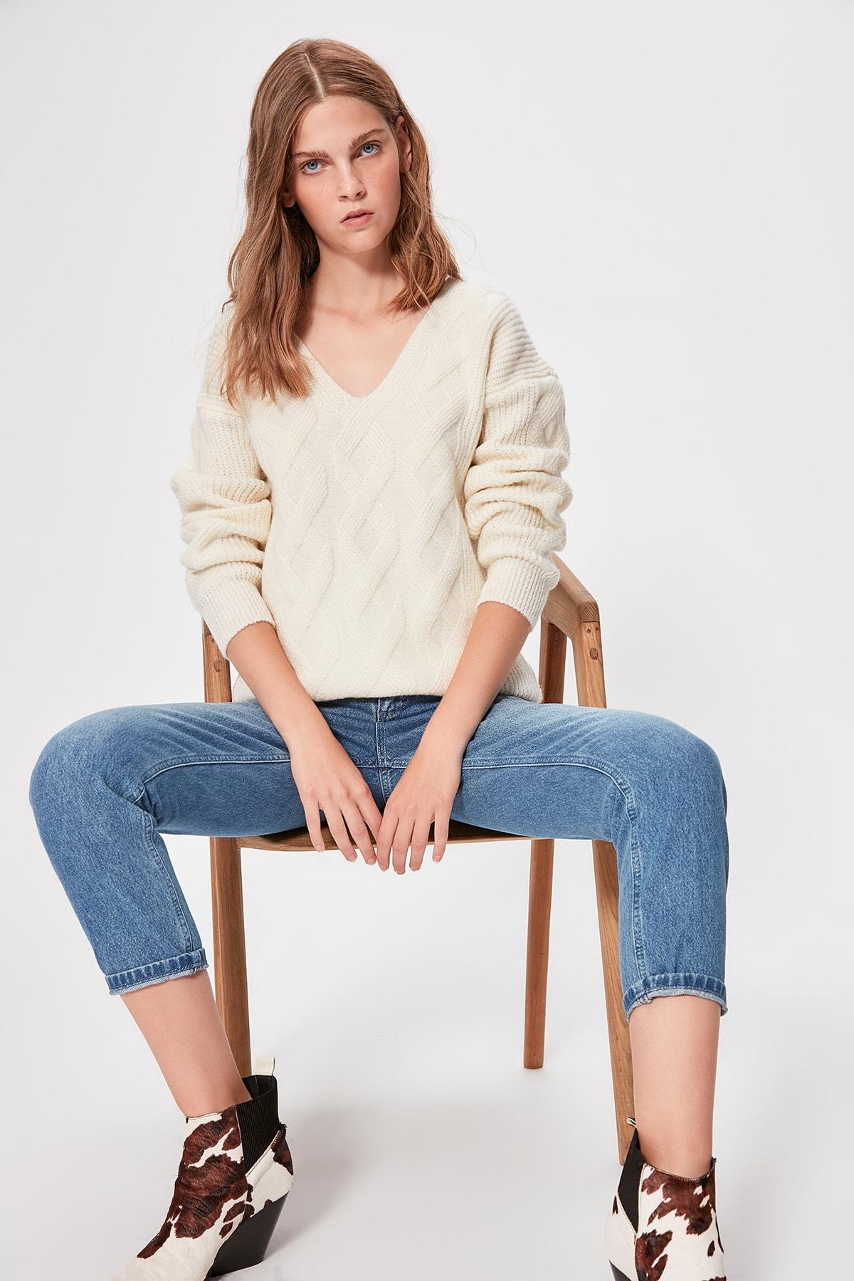 Trendyol Ecru Hair Braided V-Neck Knitwear Sweater TWOAW20KZ0582