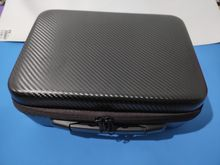 Perfect shipping, the briefcase is beautiful and very good, it is noted quality, it has go