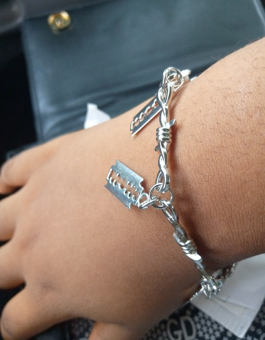 E-boy E-girl Gothic Punk Bracelet with Blades and Barbed wire photo review