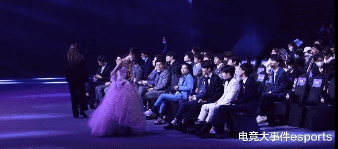 2020年LPL颁奖盛典,小钰获最受欢迎解说主持,获奖感言还撒狗粮?插图(4)