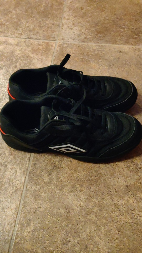 Breathable Men's Football Shoes photo review