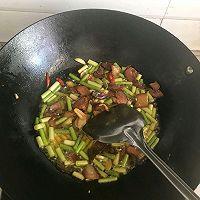 #百变鲜锋料理#蒜薹炒腊肉,咸香味浓的做法图解8