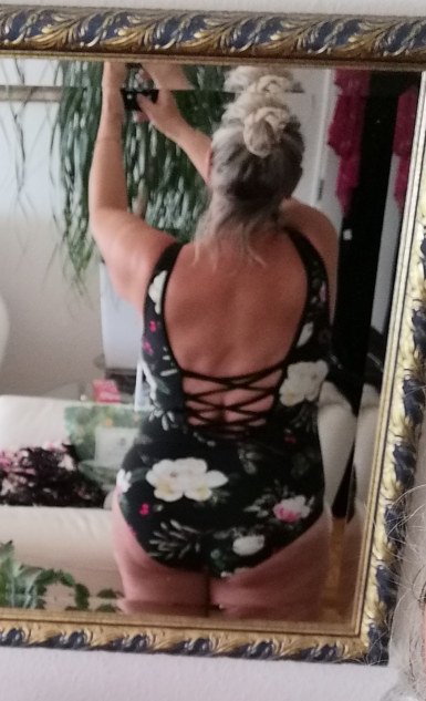 Women's One-Piece Suit In Floral Print photo review