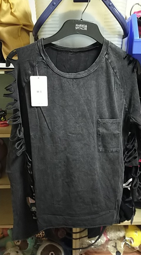 Punk Grunge loose t-shirt with pocket and holes on sleeves photo review