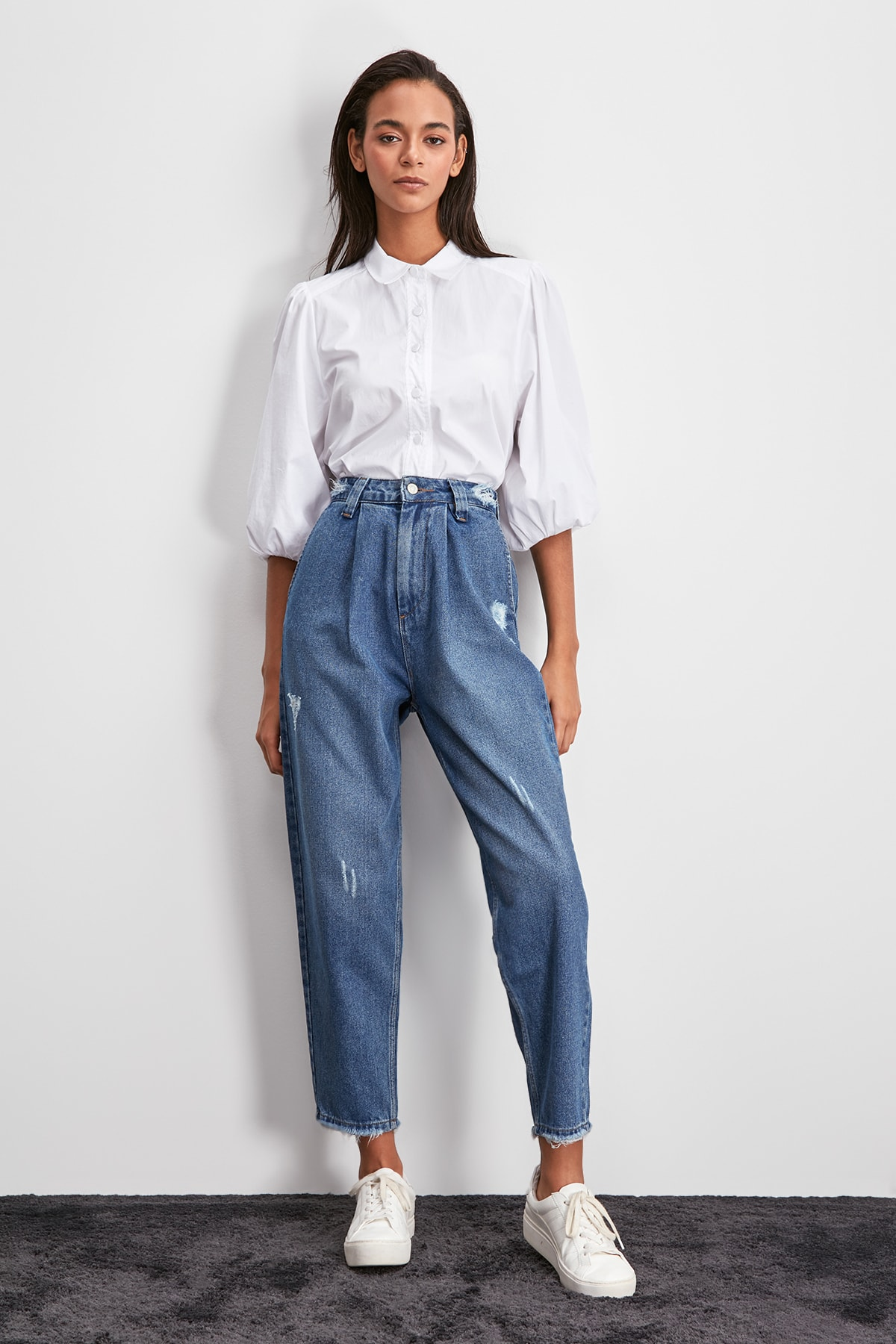 Trendyol Ripped Detailed High Bel Mom Jeans TWOAW20JE0423
