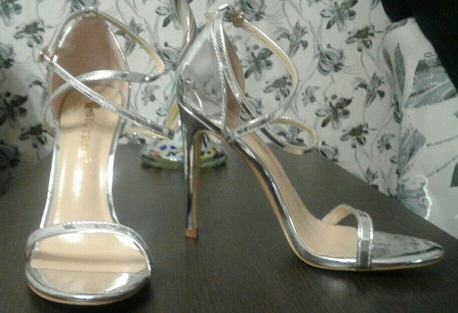 -- Sapatos Sapatos Sandálias