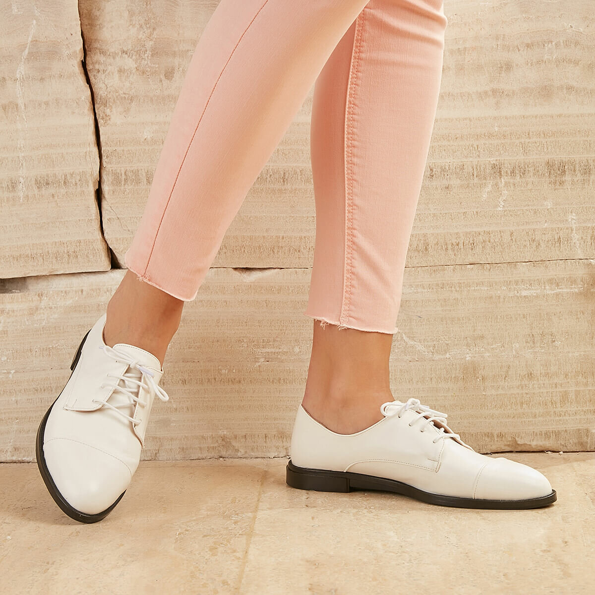 FLO CREVEY01Z White Women Oxford Shoes BUTIGO