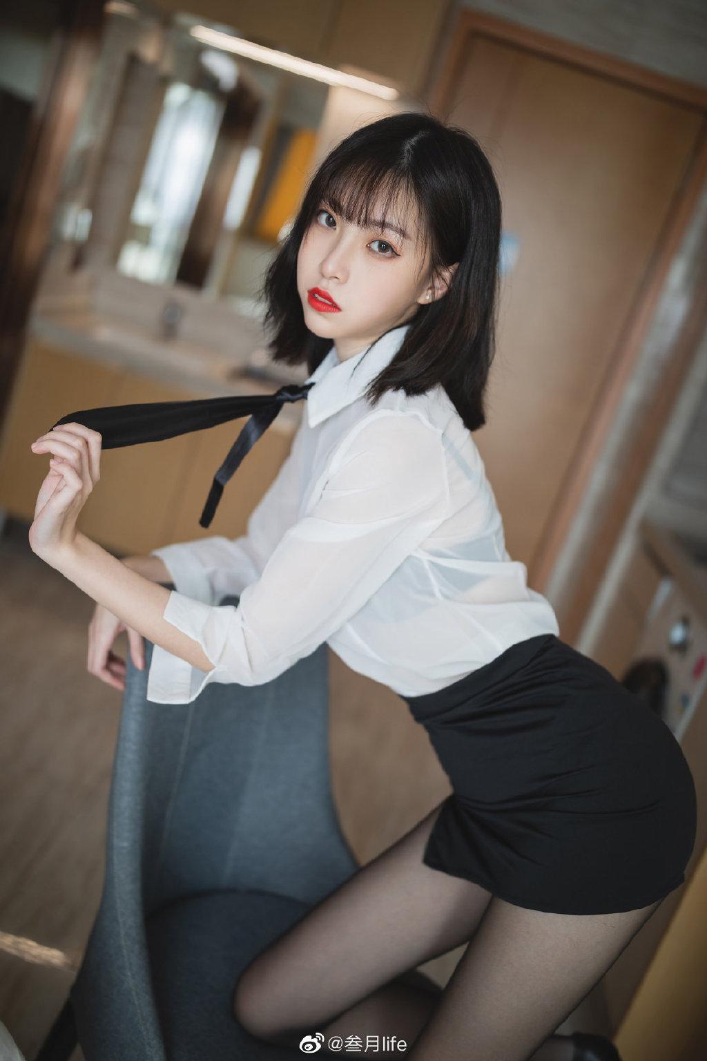 好标准的OL呀@许岚LAN 这么漂亮的腿不登三轮可惜了!插图