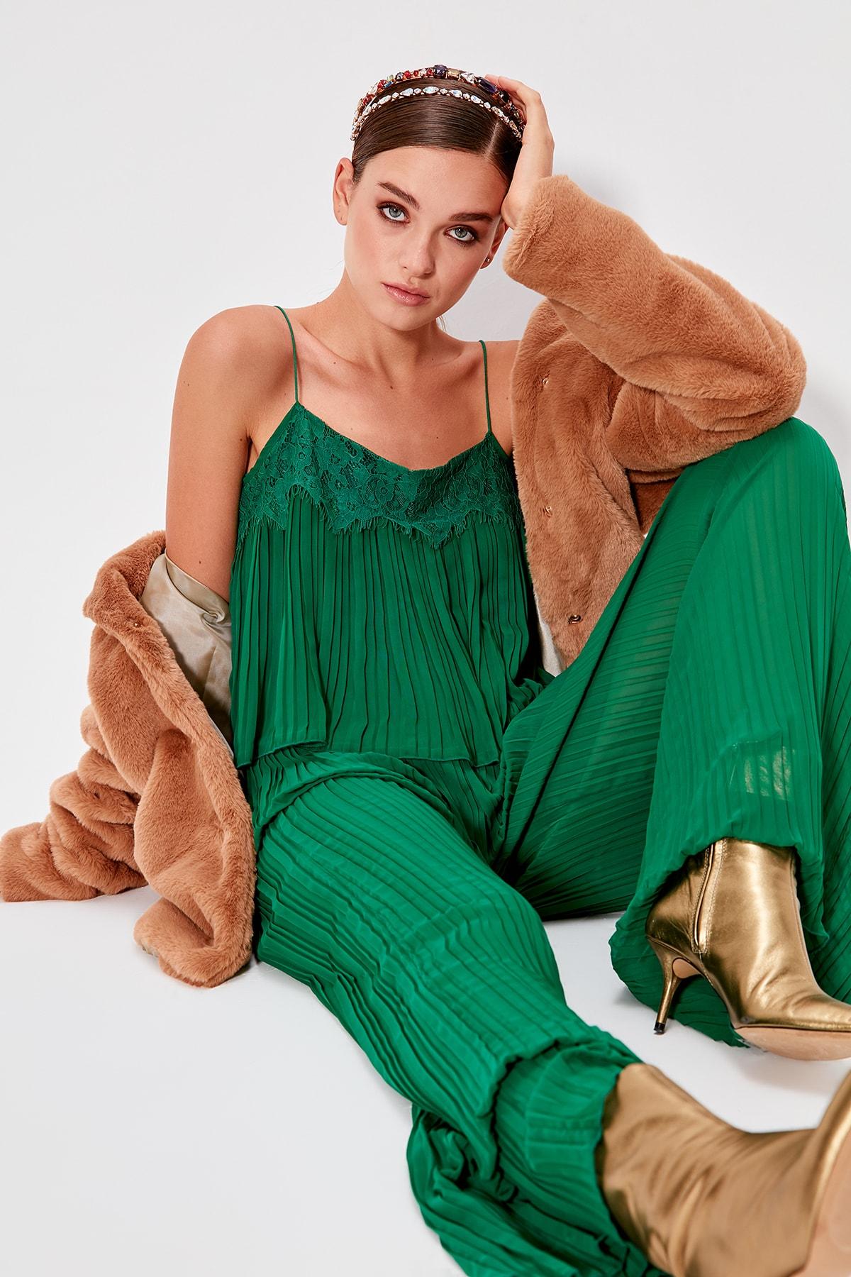 Trendyol Lace Appliqués Piliseli Jumpsuit TPRSS19FZ0579