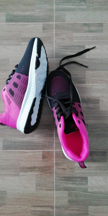 -- sapatos esportivos respirável