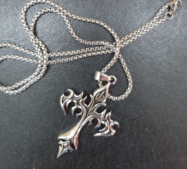 Egirl Eboy Punk Chain Necklace with Cross Pendant photo review